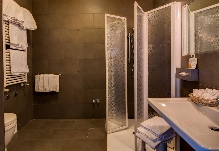 Comodi bagni nelle camere del BW Plus Hotel Farnese
