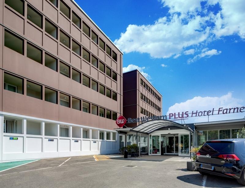 Come into the BW Plus Hotel Farnese