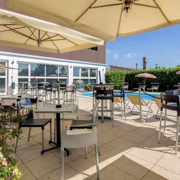 Rilassati nella nostra piscina a Parma